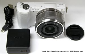 Sony Alpha A5000 Mirrorless Digital Camera 20.1MP w/ 16-50mm Lens Kit - ILCE5000 for Sale in North Lauderdale, FL