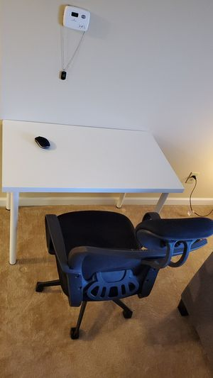 Desk with chair for Sale in Fort Wayne, IN