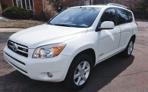 Clean interior 2006 TOYOTA RAV4 New tires for Sale in Washington, DC