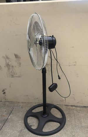 "18"" oscillating alloy metal stand up floor fan 3 blades fans for Sale in Covina, CA"