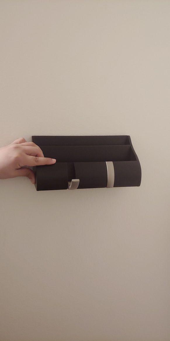 Keys and mail organizer