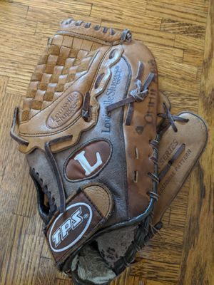 Baseball glove for Sale in Temple City, CA