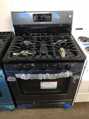 Gas stove black stainless steel new 6 months warranty for Sale in Baltimore, MD