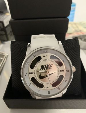 ALL WHITE NIKE watch unisex - NEW for Sale in Hialeah, FL