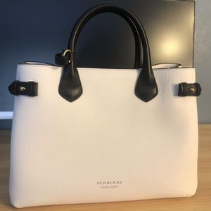 Burberry Tote bag (Brand new, Never Used, Has All Tags And Packaging) for Sale in Grayslake, IL