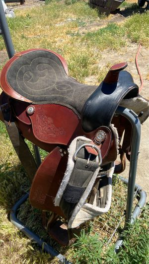 2 tone saddle with tooling for Sale in Benton City, WA