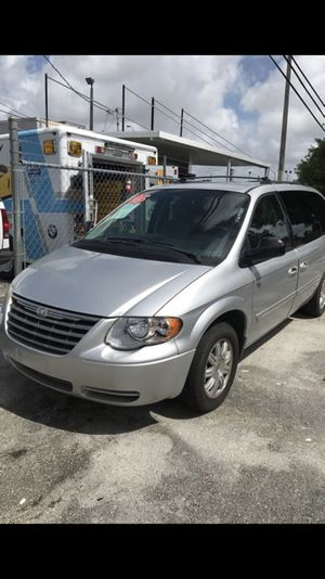 2005 Chrysler Town and Country Touring 4dr Extended Mini-Van w/Front,rear,and third Row Head Airbags for Sale in Miami, FL