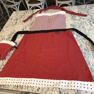 Christmas Apron And Oven Mitt Set for Sale in Lake Stevens, WA