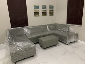Modern furniture sectional couch sofa for Sale in Doral, FL