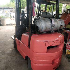 Forklift toyota serie 6 for Sale in Opa-locka, FL