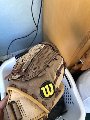 Baseball glove for Sale in Los Angeles, CA