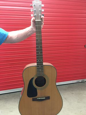 Yamaha Guitar Right handed for Sale in Fullerton, CA