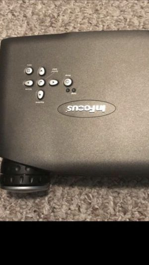 Projector-In Focus and tabletop projection screen Epson for Sale in Nashville, TN