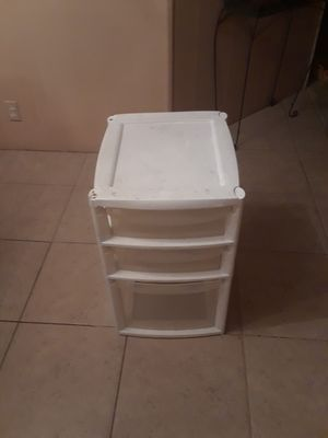 3 drawer plastic container for Sale in Fort Lauderdale, FL