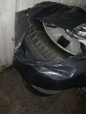 Honda accord 2009 rims the are 7/10 still look good one of the tire are flat for Sale in Queens, NY