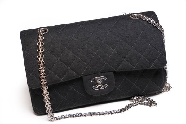 😍 Chanel authentic Medium Classic Flag Bag in Fabric