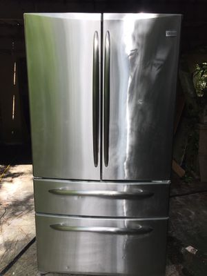 Stainless steel refrigerator ice maker 30 cubic plug in working for Sale in Tampa, FL