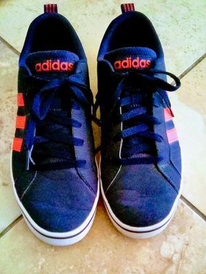 Adidas Men's Size 8 Good Condition for Sale in Apple Valley, CA