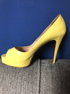 Women's Yellow high heels size 9 for Sale in Essex, MD