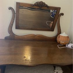 Antique Deesss With Mirror for Sale in Daly City,  CA