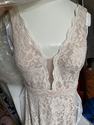 David's Bridal size 6 floor length lace wedding dress for Sale in Chicago, IL