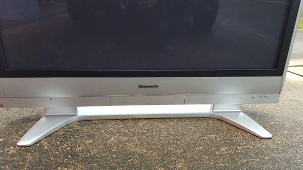 Flatscreen Panasonic TV with minor flaw