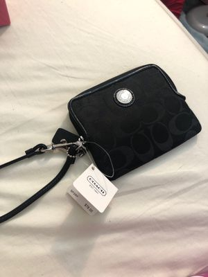 Brand new coach clutch for Sale in Philadelphia, PA