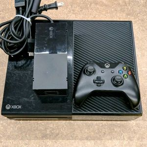 Xbox one original (no remote) for Sale in Chicago, IL