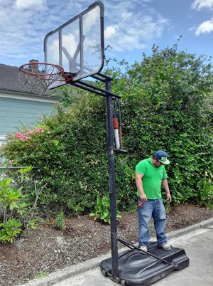 Spaulding Basketball Hoop- 10 ft to the ring for Sale in Federal Way, WA