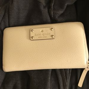 Kate Spade wallet - cream/ off white pebble leather for Sale in San Francisco, CA