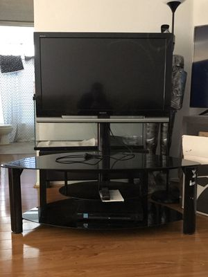 Sony Bravia v series 40inch 1080p lcd hdtv with tv stand and DVD player for Sale in Los Angeles, CA