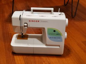 Singer Sewing Machine 1732 for Sale in New York, NY