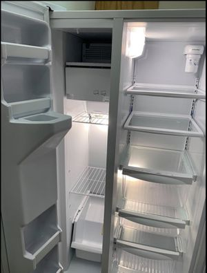 24 cubic feet white side by side fridge for Sale in Tampa, FL