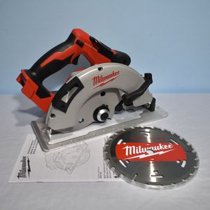 Milwaukee M18 Lithium-Ion Brushless Cordless 7-1/4 in. Circular Saw (Tool-Only) for Sale in Queens, NY