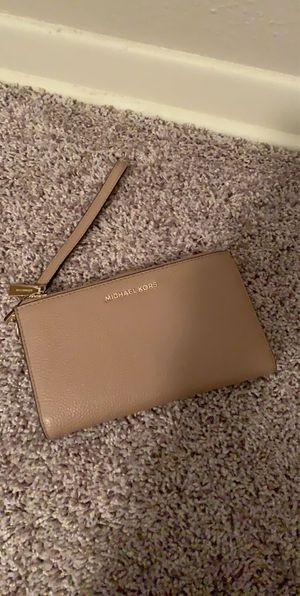 Nude Micheal kors Wallet for Sale in Des Moines, IA