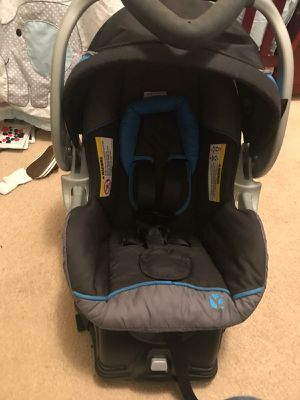 CARSEAT AND BASSINET for Sale in Norfolk, VA