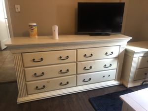 Dresser and night stand // Cajonera y buró for Sale in South Gate, CA