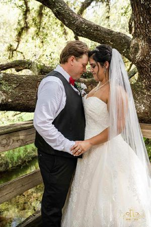 Oleg Cassini wedding dress for Sale in Gibsonton, FL
