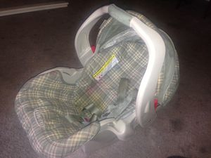 Graco baby car seat for Sale in Silver Spring, MD