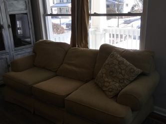 Free couch for Sale in Columbus,  OH