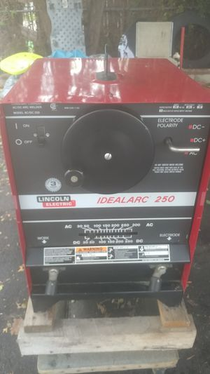 Welder Idealarc 350 amps for Sale in Lawrence, MA