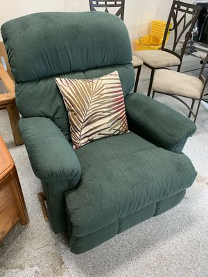 RECLINER COUCH IN EXCELLENT CONDITION!! for Sale in Surprise, AZ