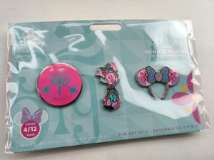 Minnie Mouse: The Main Attraction Pin Set – Disney It's A Small World – IN HAND for Sale in Worth, IL