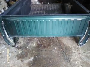 1999-20056 chevy 8ft truck bed. completely rust free.ryno liner in the bed for Sale in St. Louis, MO