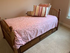 Stanley Furniture solid wood twin bed with headboard, footboard and drawers underneath for Sale in Nicholasville, KY