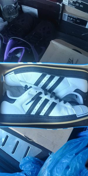 Adidas shelltoe for Sale in Cleveland, OH