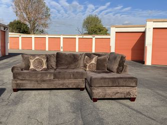 Albany Industries Sectional Couch Free Delivery! for Sale in San Leandro,  CA