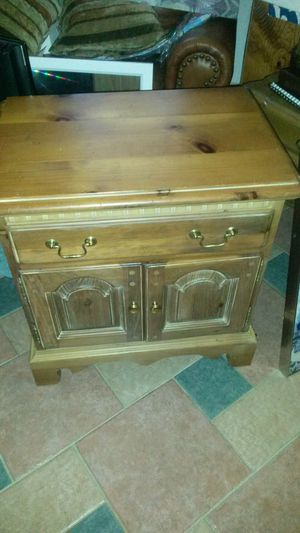 New solid wood end table or night stand for Sale in Silver Spring, MD