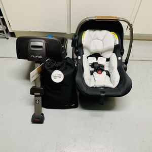 Nuna baby Pipa Lite Car Seat and Base (with Additional New Inserts) for Sale in Chandler, AZ