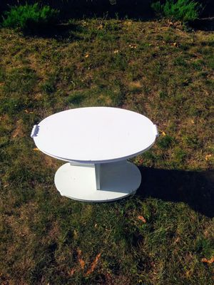 Small accent/side table for Sale in Springfield, MA